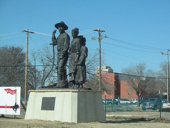 Photo Pilgrim Statue in Enid - Pictures and Images of Enid - 550x412  - Author: Editorial Staff, photo 1 of 1