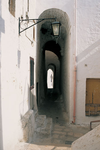 Photo ostuni centro storico in Ostuni - Pictures and Images of Ostuni - 350x524  - Author: Editorial Staff, photo 2 of 46