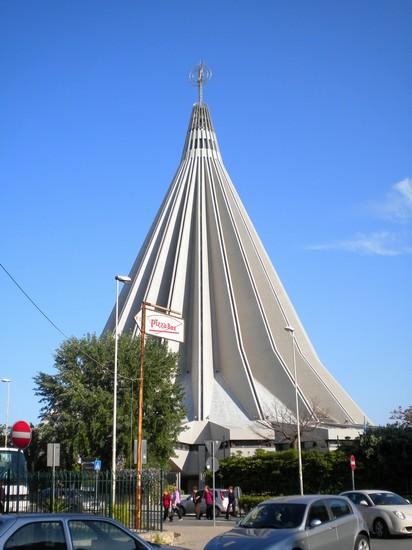 Foto santuario madonna delle lacrime a siracusa 412x550 for Hotel del santuario siracusa