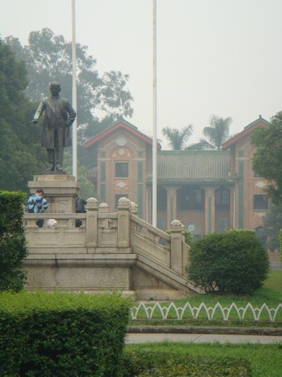 Photo guangzhou sun yat-sen statue in haizhu nathlie zuch 2010 in Guangzhou - Pictures and Images of Guangzhou