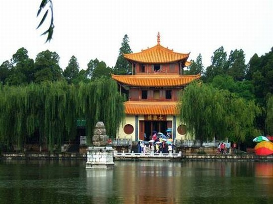 TRAVEL GUIDE a KUNMING