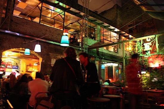 Photo Szimpla Kert A Romkocsma Or Ruin Pub In Budapest