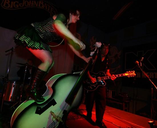 Photo Big John Bates And The Voodoo Dollz Durer Kert