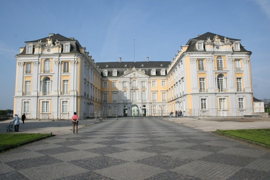 schloss augustusburg in br hl bilder und fotos aus br hl. Black Bedroom Furniture Sets. Home Design Ideas