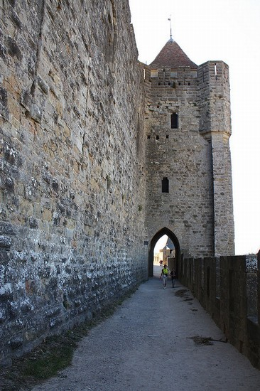 Photo carcassonne rundgang um die wehrmauer in Carcassonne - Pictures and Images of Carcassonne