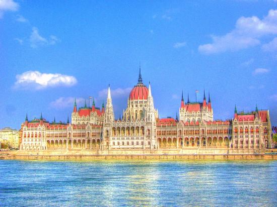 Foto palazzo del parlamento a budapest 550x412 autore for Foto del parlamento
