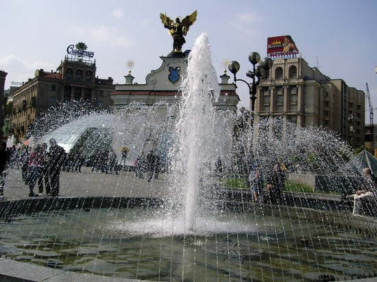 Photo Fontana in Piazza Maidan in Kiev - Pictures and Images of Kiev