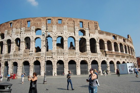 Photo colosseo esterno roma in Rome - Pictures and Images of Rome - 550x365  - Author: Ramona, photo 13 of 1076