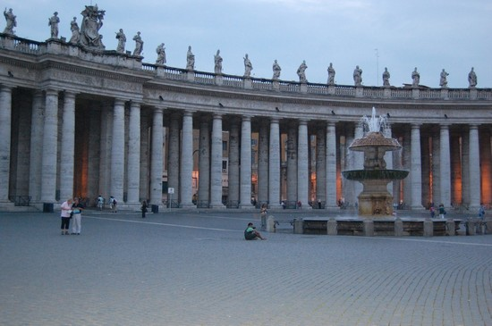 Photo colonnato di san pietro roma in Rome - Pictures and Images of Rome - 550x365  - Author: Ramona, photo 15 of 1207