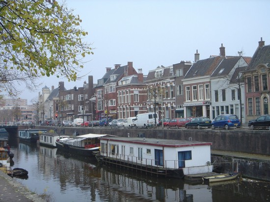 Photo Case galleggianti sul canale in Groningen - Pictures and Images of Groningen