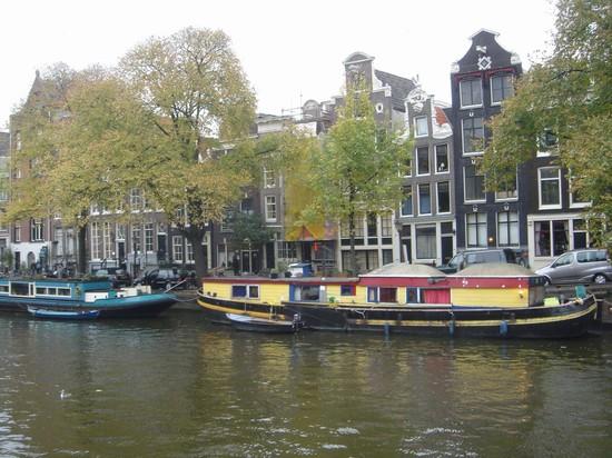 Foto case galleggianti sul canale a amsterdam 550x412 for Case galleggianti amsterdam
