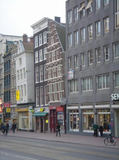 Foto case storte a amsterdam 412x550 autore ramona for Case amsterdam economiche