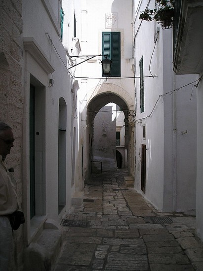 Photo ostuni gassen in der weissen stadt in Ostuni - Pictures and Images of Ostuni