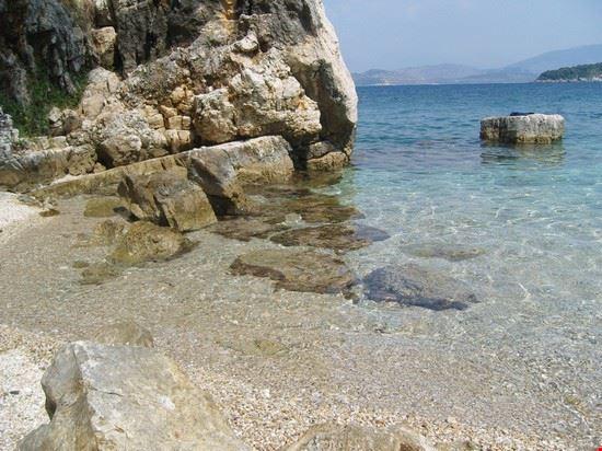 una spiaggia a corfù