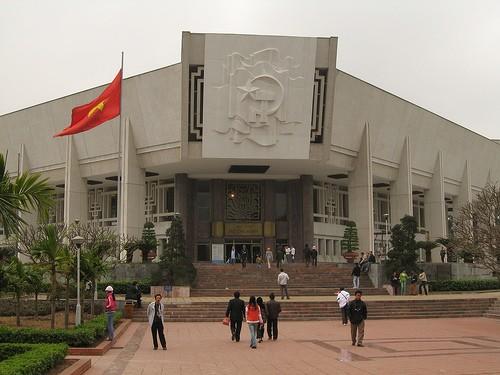 HO CHI MINH MUSEUM a HANOI