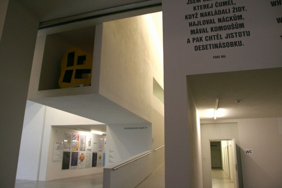 Photo praga centro d  arte contemporanea in Prague - Pictures and Images of Prague