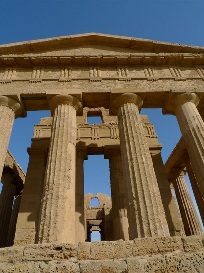Photo agrigento valle dei templi in Agrigento - Pictures and Images of Agrigento - 412x550  - Author: Editorial Staff, photo 40 of 62