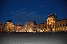 Foto Il louvre di notte a Parigi - 235x156  - Autore: Michela, foto 9 di 765