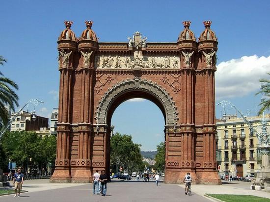 Foto arc de triomphe a barcellona 550x412 autore for Ostelli a barcellona consigli