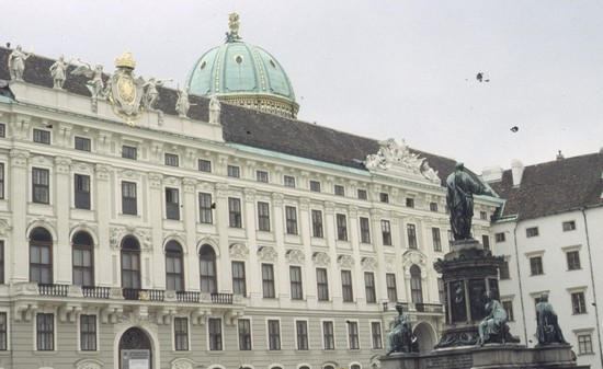 Photo hofburg vienna in Vienna - Pictures and Images of Vienna - 550x337  - Author: Laura, photo 8 of 280