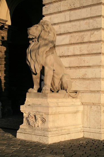 Photo budapest statue vor der ungarischen nationalgalerie in Budapest - Pictures and Images of Budapest - 366x550  - Author: Björn, photo 4 of 515