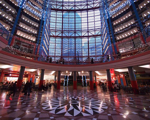 Photo Atrium Mall in Chicago - Pictures and Images of Chicago - 500x400  - Author: Nikki, photo 1 of 228