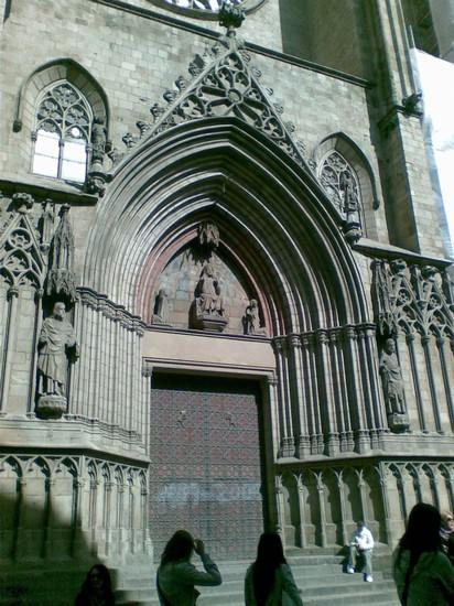 Foto chiesa di santa maria del mar a barcellona 412x550 for Ostelli a barcellona consigli