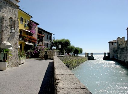 Photo sirmione la citta in Sirmione - Pictures and Images of Sirmione