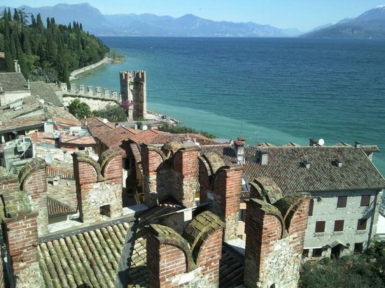 Photo sirmione castello scaligero in Sirmione - Pictures and Images of Sirmione - 550x412  - Author: Manuela, photo 1 of 113