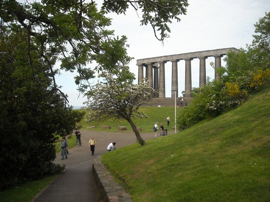 Photo Calton Hill. monumento incompiuto in Edinburgh - Pictures and Images of Edinburgh