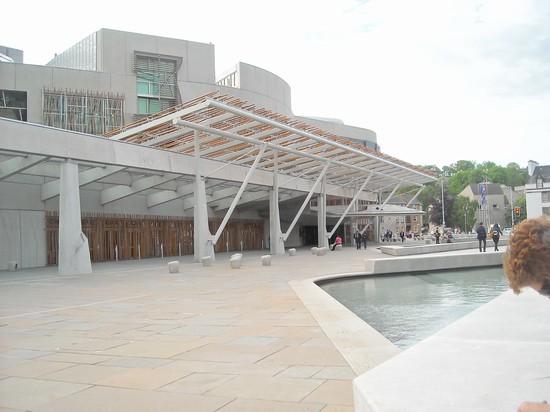 Photo parlamento scozzese edimburgo photos de edimbourg et images 550x412 auteur stefania - Office tourisme edimbourg ...