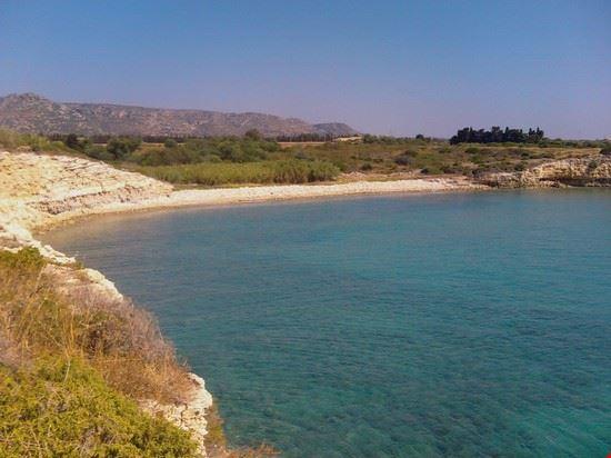 Spiaggia deserta di sassi