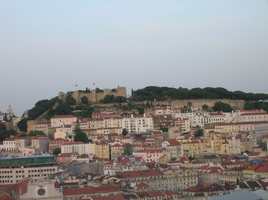Photo vista su castelo dal bairro alto lisbona in Lisbon - Pictures and Images of Lisbon - 550x412  - Author: Chiara, photo 8 of 439