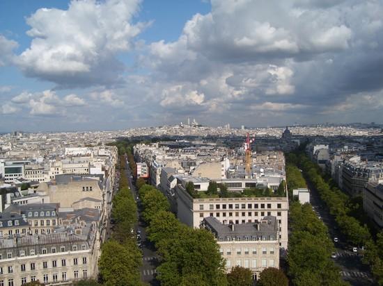 Foto champs elisee dall 39 arco di trionfo a parigi 550x412 for Parigi champ elisee