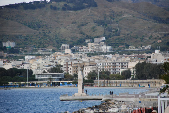 Photo reggio calabria veduta di reggio in Reggio Calabria - Pictures and Images of Reggio Calabria - 550x368  - Author: Editorial Staff, photo 5 of 48