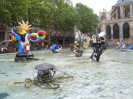 Foto La fontana del centro Pompidou a Parigi - 550x412  - Autore: Stefania, foto 8 di 690