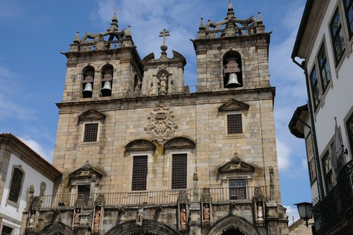 Photo braga cathedrale de braga in Braga - Pictures and Images of Braga - 500x332  - Author: Editorial Staff, photo 1 of 25