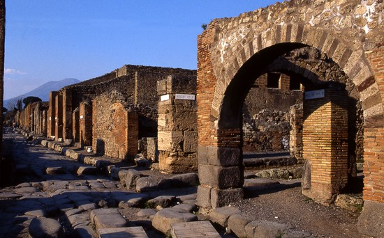 Photo Pompei - Via Stabiana in Pompei - Pictures and Images of Pompei