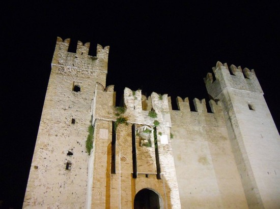 Photo porta principale sirmione in sirmione pictures and for Meuble adriana sirmione italy