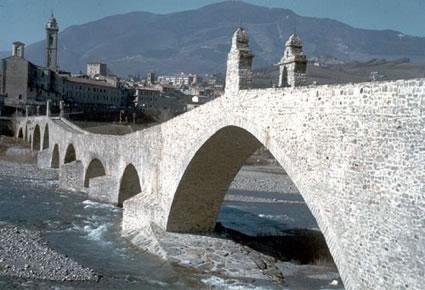 Foto ponte gobbo a bobbio 425x290 autore redazione for Progettista di ponti online gratuito