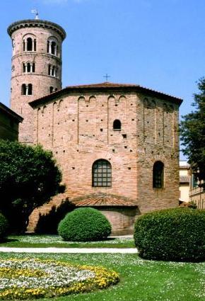 Foto Battistero neoniano a Ravenna - 290x425  - Autore: Redazione, foto 1 di 174