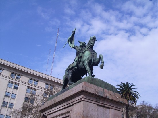 Photo monumento buenos aires in Buenos Aires - Pictures and Images of Buenos Aires - 550x412  - Author: Bruna, photo 26 of 220