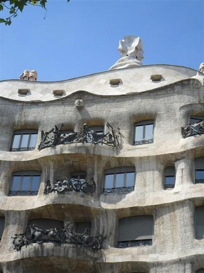 Foto pedrera a barcellona 412x550 autore ludovico for Ostelli a barcellona consigli