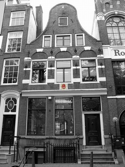 Photo amsterdam de rode hoed in Amsterdam - Pictures and Images of Amsterdam - 412x550  - Author: Editorial Staff, photo 1 of 302