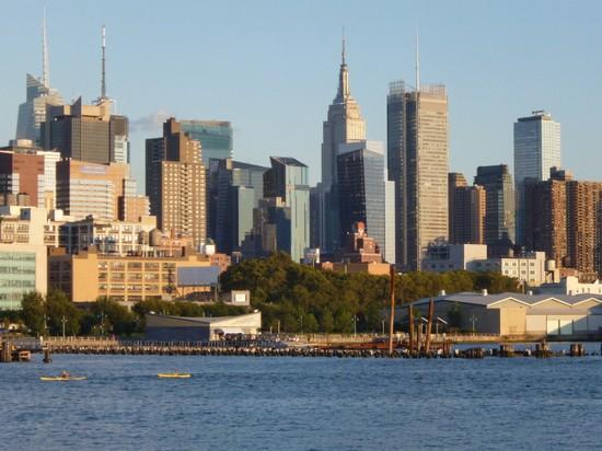Foto skyline di new york a new york 550x412 autore for Immagini grattacieli di new york