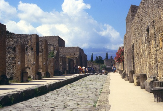 Photo Via dell'Abbondanza in Pompei - Pictures and Images of Pompei
