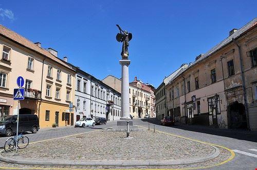 Užupis Angel nel nella piazza del quartiere Užupis