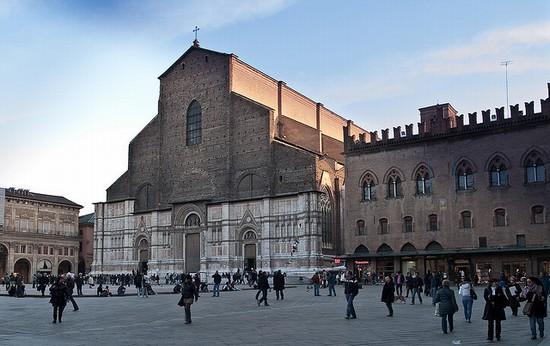 52078_piazza_maggiore_bologna.jpg