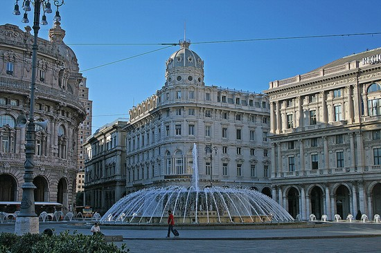 Photo genova piazza de ferrari in Genoa - Pictures and Images of Genoa - 550x366  - Author: Editorial Staff, photo 1 of 204