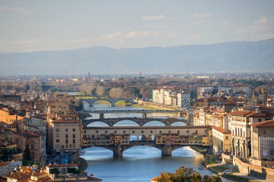 Photo ponti sull arno firenze in Florence - Pictures and Images of Florence - 550x366  - Author: Editorial Staff, photo 37 of 554